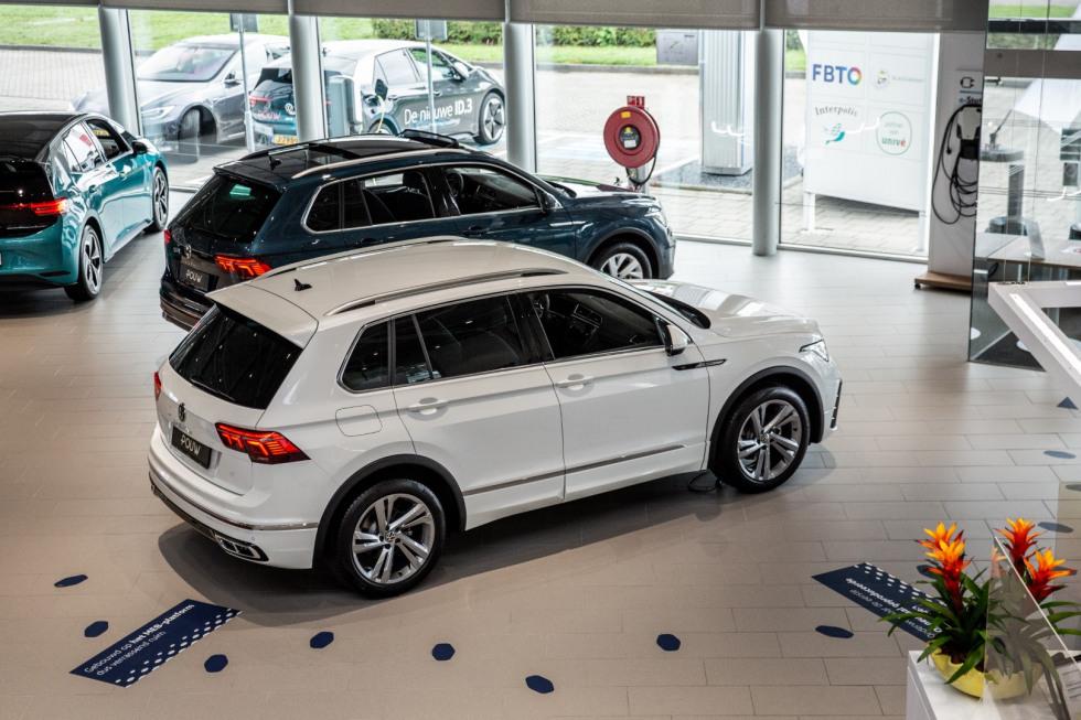 De nieuwe Volkswagen Tiguan bij Pouw in de showroom.