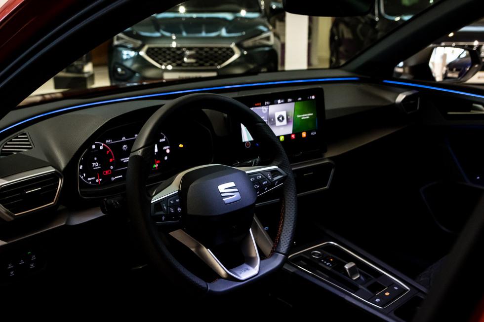 SEAT Leon 2020 showroom (12)